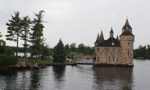 Bin Adalar: St. Lawrence Nehrinde Sınır Kapısı
