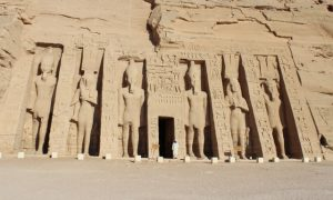 Ramses ve Nefertari'nin Aydınlattığı Abu Simbel Tapınakları