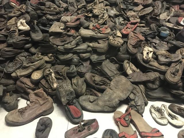 Auschwitz toplama ve yok etme kampı