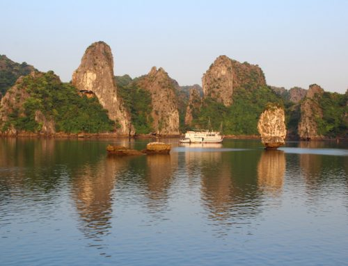 Halong Bay (Halong Körfezi) – Doğa harikası